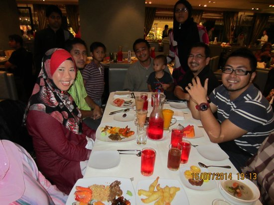 Hilton Kuala Lumpur: More cheerful guest with their family members