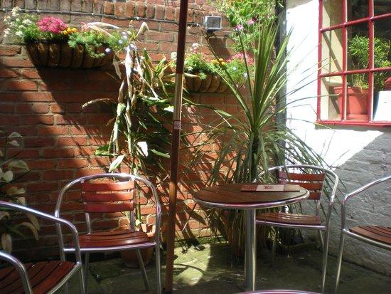 Sanders Yard Restaurant: Garden Seating
