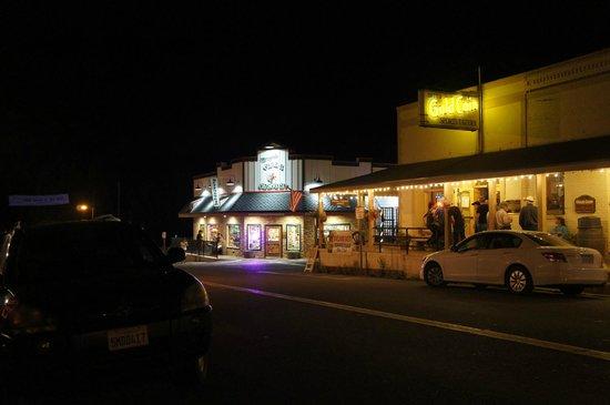 Betts Gold Coin Sports Tavern : Típico saloon americano