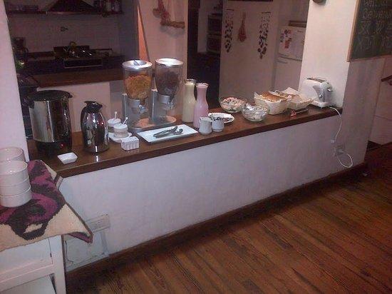 Jam Suites Boutique Hotel: Huevos, tostadas, cereales, yogourt...