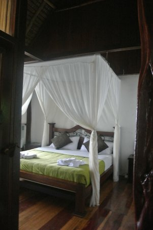 Napo Wildlife Center Ecolodge: One of two beds in the rooms