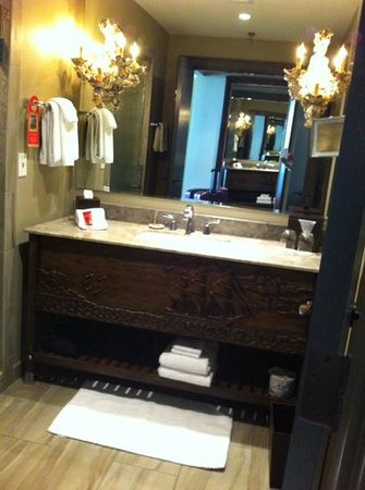 The Bohemian Hotel Savannah Riverfront, Autograph Collection : Bathroom
