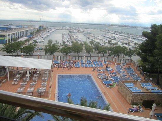 Univers Hotel: piscine de la terrasse