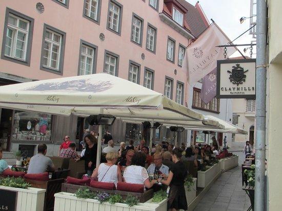 Clayhills Gastropub : Outdoor Cafe