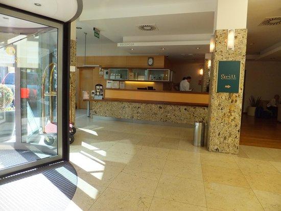 BEST WESTERN PREMIER Hotel Lovec: エントランス