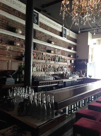 Mystic Hotel by Charlie Palmer: Hotel bar - free breakfast