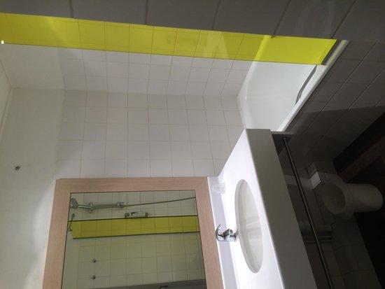 ibis Styles Honfleur: salle de bain