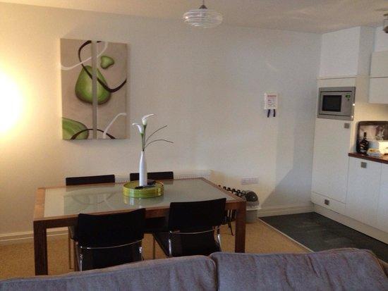 Windermere Marina Village: Kitchen/dinner/lounge