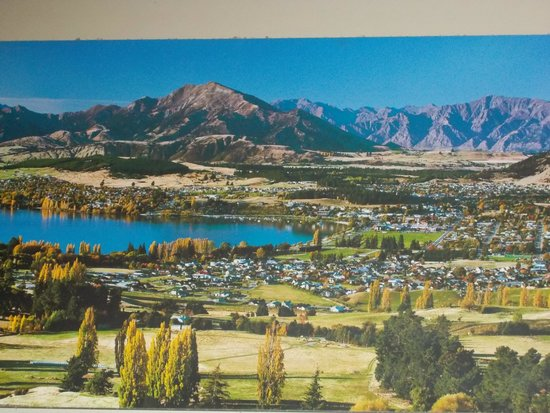 Ramada Resort Wanaka: Wanaka Lake and townsite