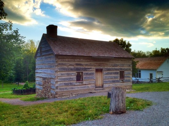 Smith Family Farm: Log home