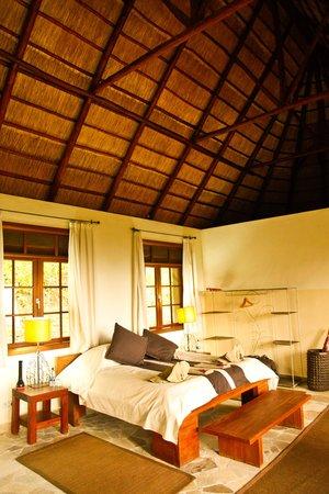 Mikeno Lodge: Room 8