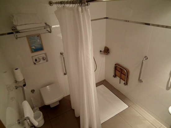 Meryan Hotel: Bathroom