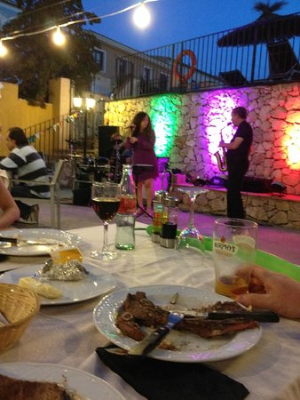 Pueblo Acantilado Suites : Barbecue/Hotel area