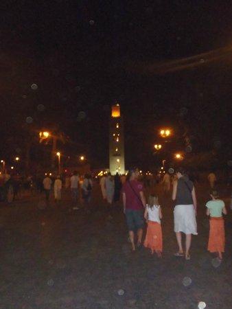 Mezquita y Minarete Kutubía: La Koutoubia la nuit