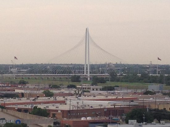 Doubletree by Hilton Dallas Market Center: view of a cool bridge