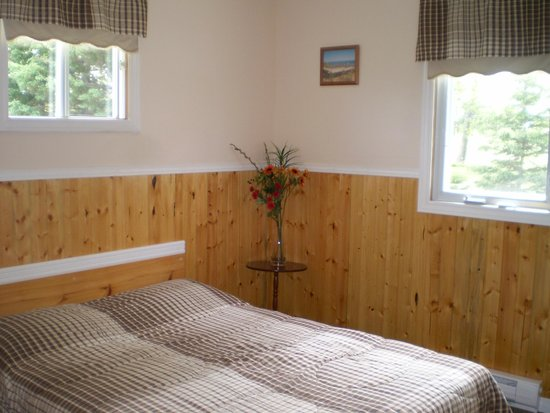 Fiddlers Green Country Cottages: Bedroom