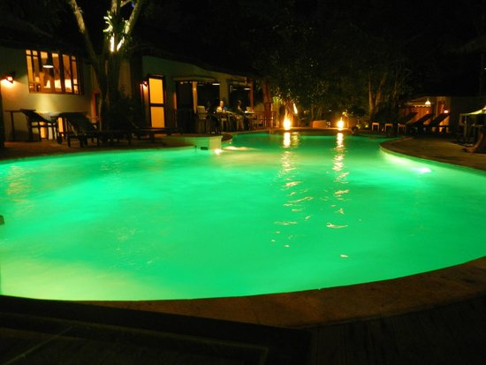 Tango Beach Resort : the pool at night has these cool green lights