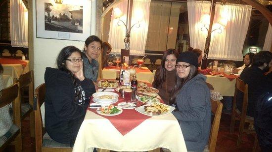 El Meson de Espaderos: Cenando