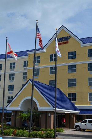 Fairfield Inn & Suites Orlando Lake Buena Vista: Frente del hotel