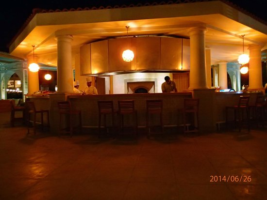 Baron Palace Sahl Hasheesh: the romantic BBQ and Seafood restaurant