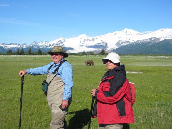 Kodiak Raspberry Island Remote Lodge: Bear watching at Hallo Bay