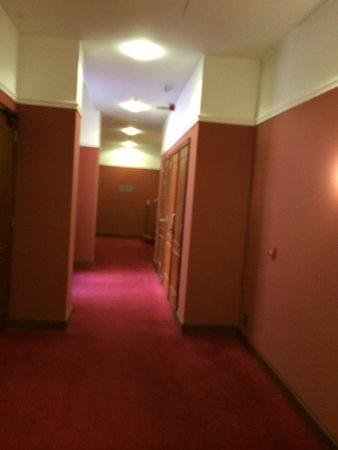 Marivaux Hotel: Коридор