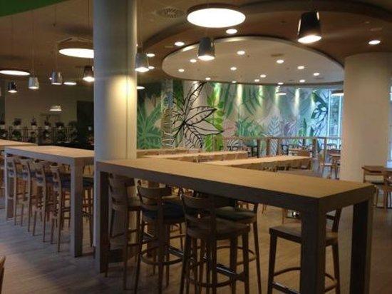 Sound Garden Hotel Warsaw Airport: столовая