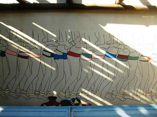 Satara Rest Camp: Muurschildering bij het restaurant (april 2014)