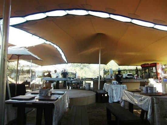 Satara Rest Camp: Noodrestaurant Satara (april 2014)