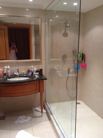 Le Royal Holiday Resort: big shower