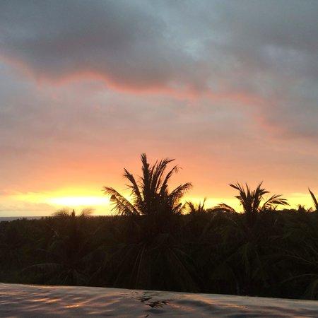 Svarga Resort Lombok: Sunset from the swimmingpool