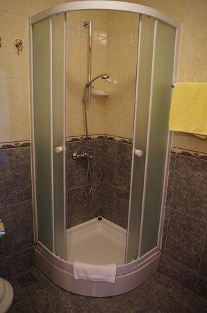 Hotel Villa Diana: shower