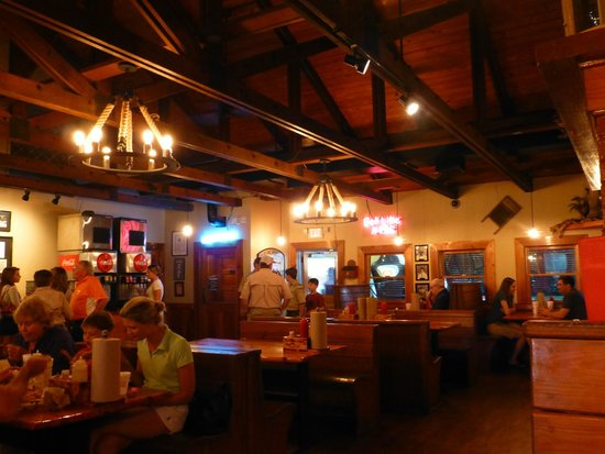 Melvin's BBQ: Inside Melvins at Mount Pleasant