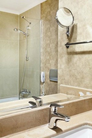 WOW Airport Hotel Standard Room Bath