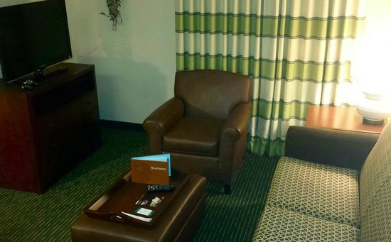 Homewood Suites by Hilton Boston - Billerica : Suite 138 living room