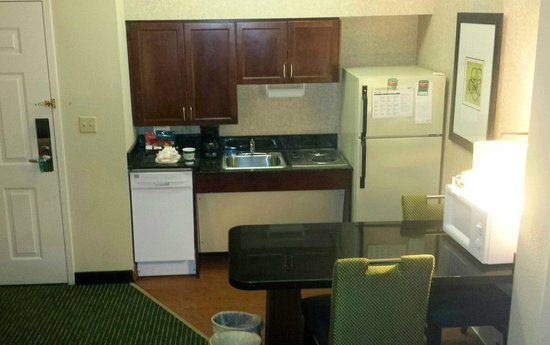 Homewood Suites by Hilton Boston - Billerica : Suite 138 Kitchen