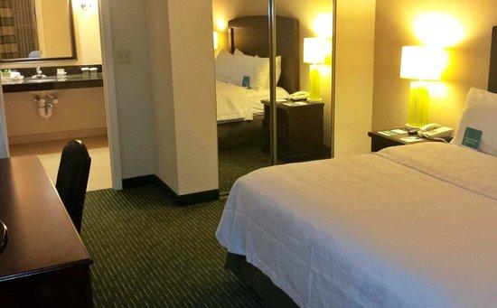 Homewood Suites by Hilton Boston - Billerica: Suite 138 Bedroom
