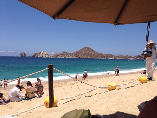 Villa del Palmar Beach Resort & Spa Los Cabos: View from the front of the resort. Hard to be left alone for more than 5 minutes with vendors ha