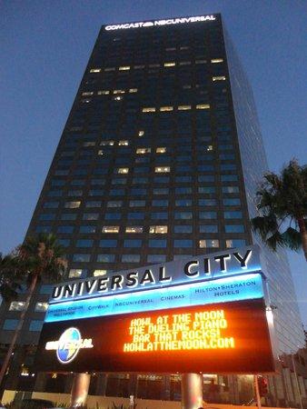 Universal Studios Hollywood: Leuchttafel bei Abfahrt mit dem Shuttle