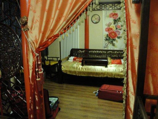 Double Happiness Beijing Courtyard Hotel: Wedding Suite - Day Bed