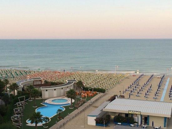 Hotel Sporting: Le piscine dello Sporting Beach viste dal balcone