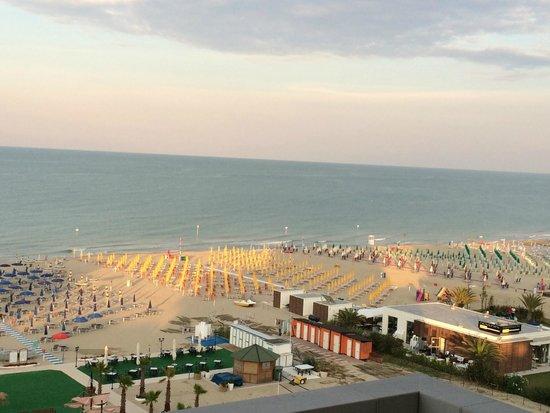 Hotel Sporting: La spiaggia vista dal balcone 2