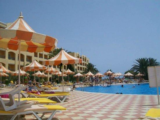 Nour Palace Resort : piscina