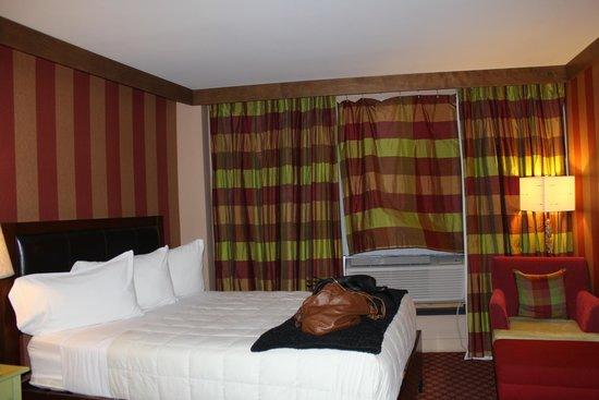 Le Champlain Hotel: Room