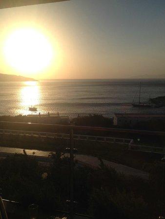 Porto Elounda Golf & Spa Resort: закат