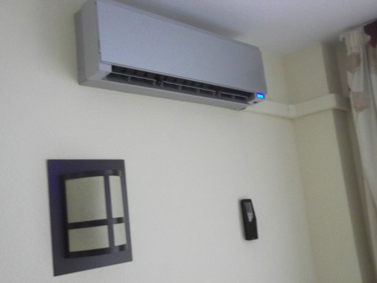 Hotel Puente Real : Air Con in lounge