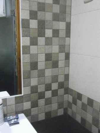 Hotel Puente Real: Bathroon