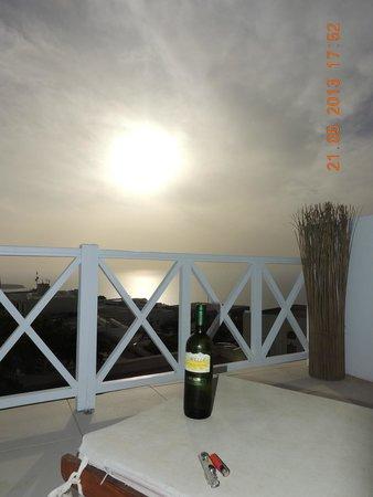 The Museum Spa Wellness Santorini Hotel: Terraço