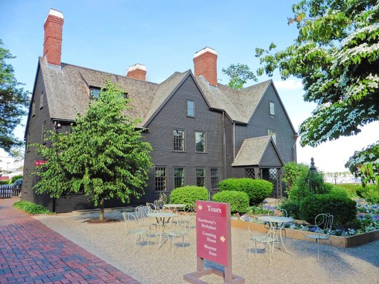 The House of the Seven Gables : House of Seven Gables