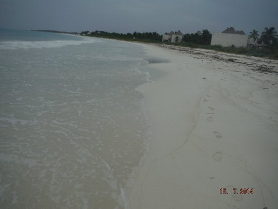 Iberostar Paraiso Lindo: caminando por la playa